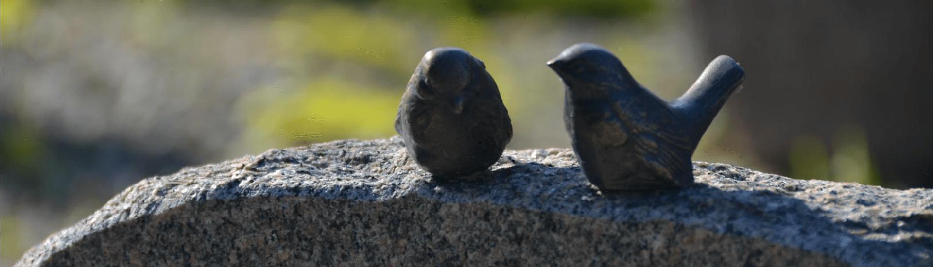 Gravsten med fugle på - Stenhugger i Svendborg, Vissenbjerg, Odense og på hele Fyn