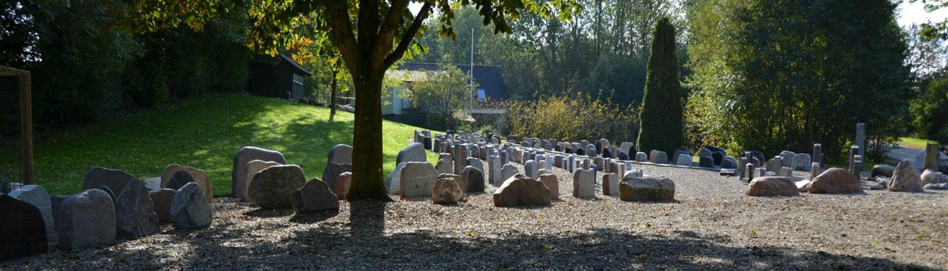 Gravsten på kirkegård | Stenhuggeren på Fyn